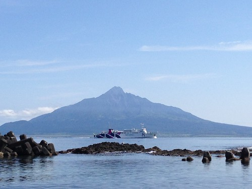 rebun-island-sankaku-beach-view-of-mt-rishiri02