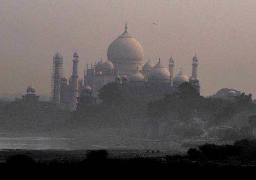 Agra: vue sur le Taj Mahal depuis le Fort Rouge