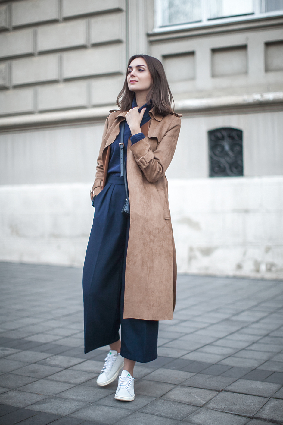 outfit-brown-suede-coat-blue