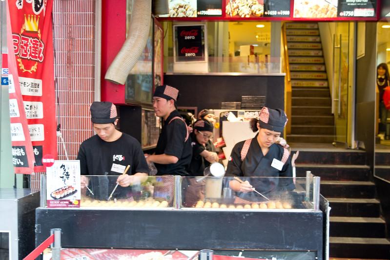 Takoyaki stall - A wander down Dotonburi, Osaka | packmeto.com