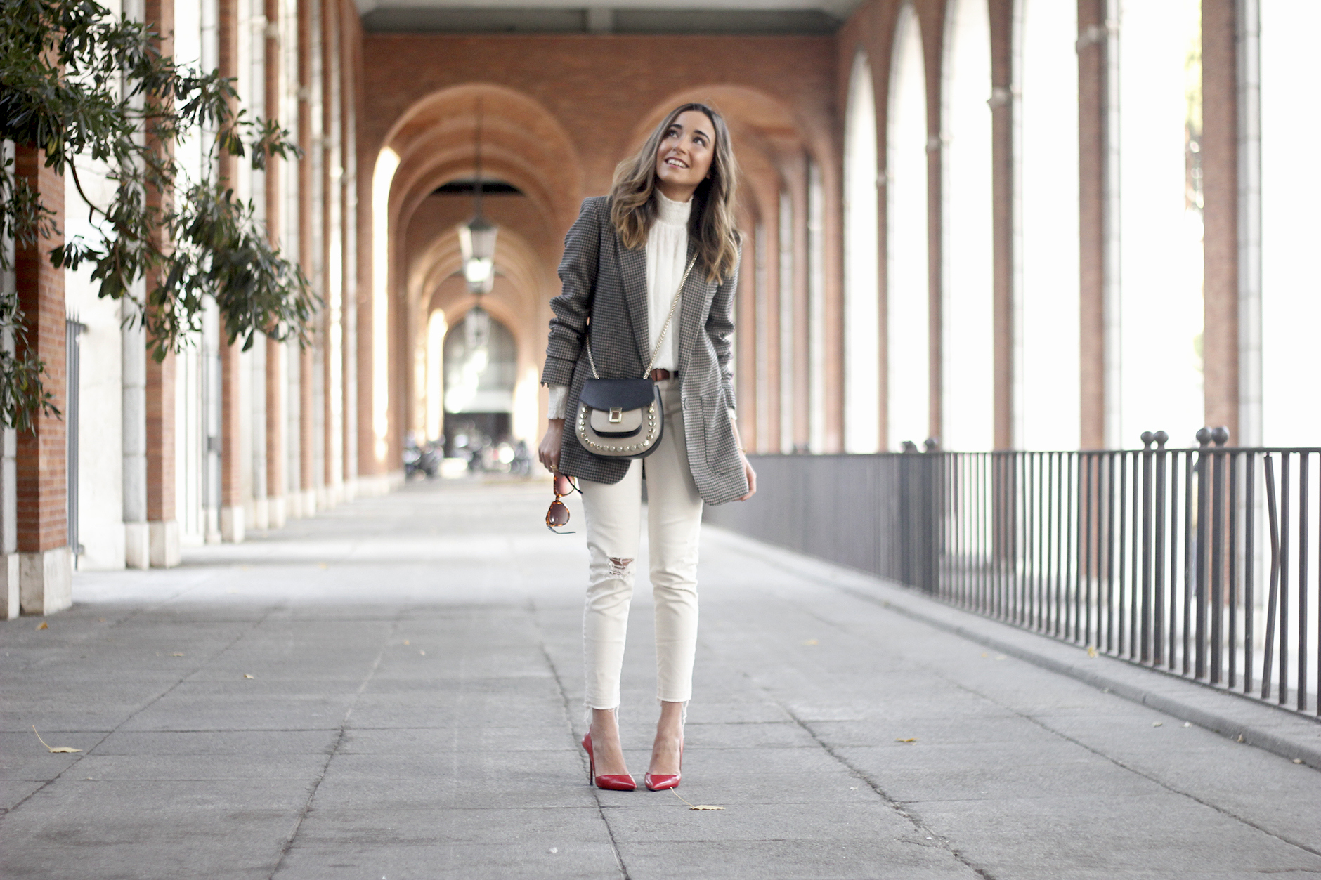Plumeti blouse houndstooth blazer white jeans outfit style streetstyle17