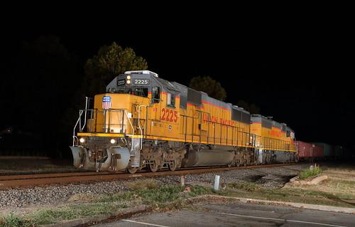 sallisaw oklahoma lvr52 local train freight manifest unionpacific up up2225 2225 sd60 emd nighttime wagonersub