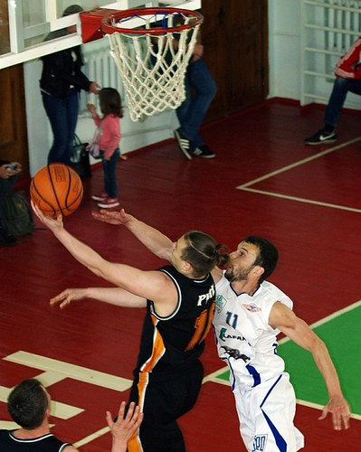 Баскетбольне дербі місцевого масштабу