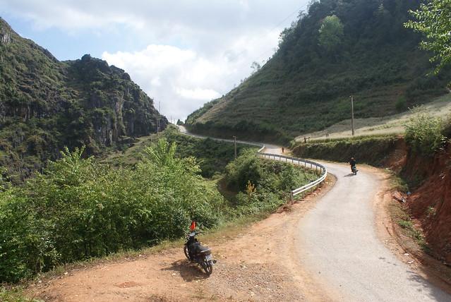 Lacet de route dans le Nord Vietnam.