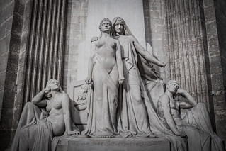 Image of Voltaire. escultura paris panteon revolucion enciclopedia panthéon