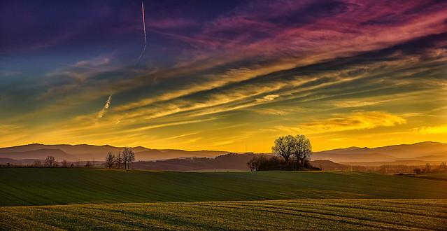 Sunset landscape. Paisaje atardecer.