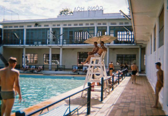 Saigon 1965 - Hồ bơi Cộng Hòa - Photo by Tom Robinson ('Tinker')