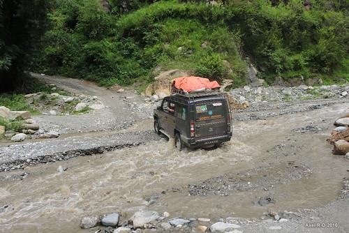 jeep nepal préci rivière