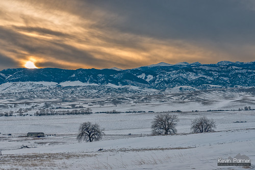 buffalo wyoming winter january cold snow snowy nikond750 tamron2470mmf28 bighornmountains bighornpeak loafmountain evening sunset sky gold golden colorful orange clouds trees foothills