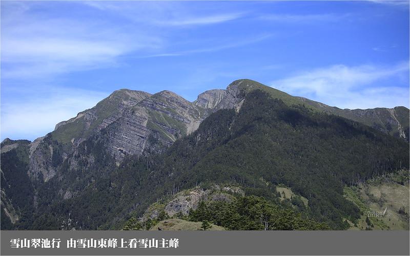 雪山翠池行_由雪山東峰上看雪山主峰