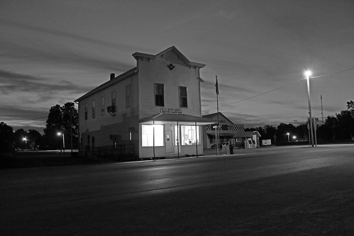 bw illinois postoffice nighttime bellerive