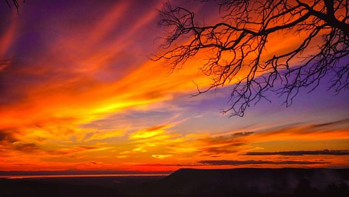 A veces la naturaleza nos muestra colores que no sabíamos que existían. El río Tocantins es la columna vertebral que da vida al estado más joven de Brasil, de tan sólo 26 años.    #igersbuenosaires #brasilsensasional #agameoftones #instagoodmyphoto #ig_sh