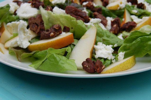 Arugula pear salad with goat cheese and candied pecans
