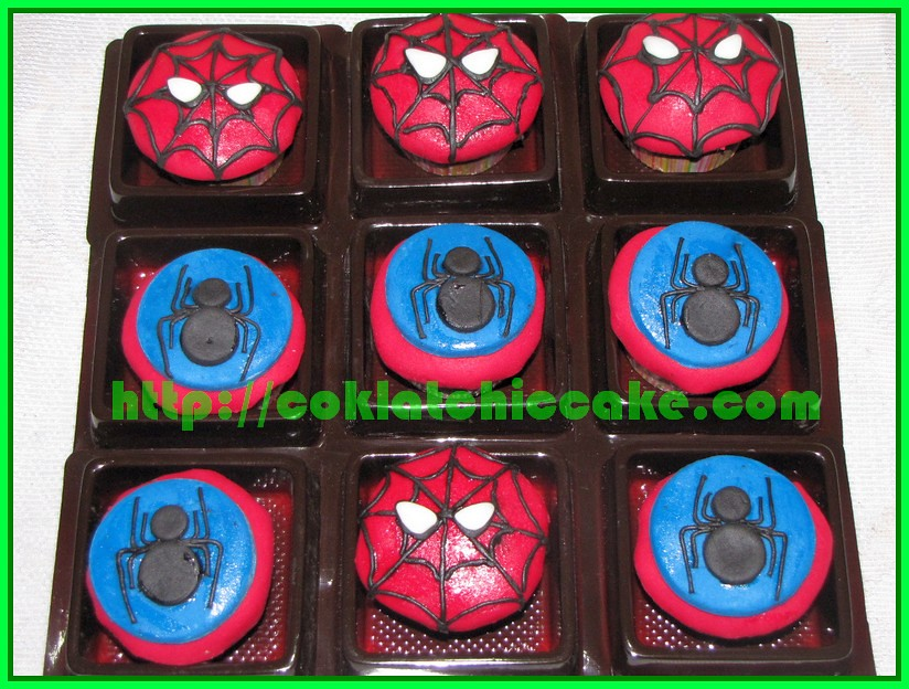Mini cupcake spiderman