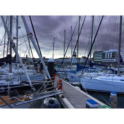 В марине Ponta Delgada #Азоры #Azores #Португалия  #SunMigel #yachtschool #sailing #sailingschool #yacht #yachting #яхтдрим #яхтинг #яхтклуб #yachtlife #яхты #sailingboat