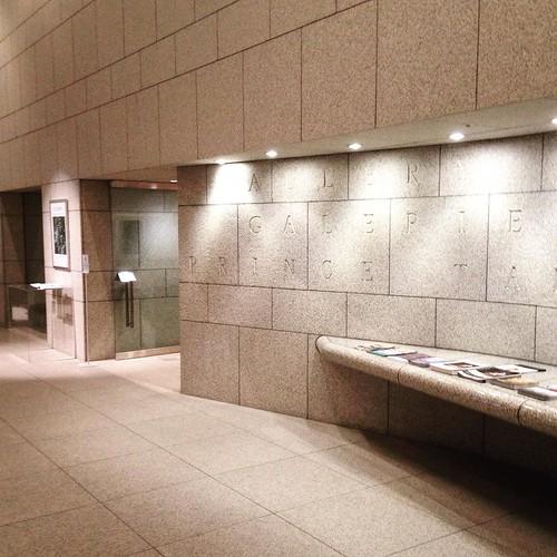 カナダ大使館の地下にある、高円宮記念ギャラリー。大使館の入り口で身分証明書を提示して入館。入場は無料。