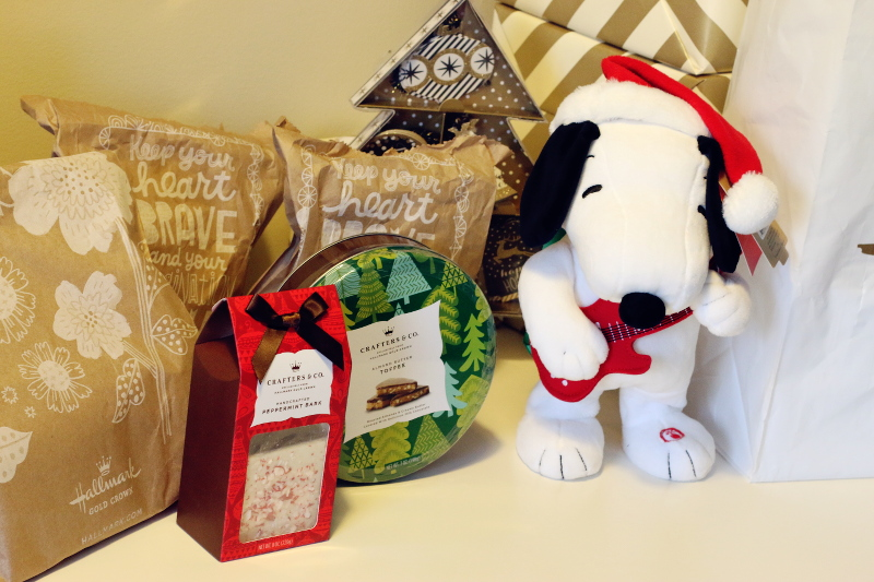 hallmark-holiday-gift-guide-kids-snoopy-chocolate-5
