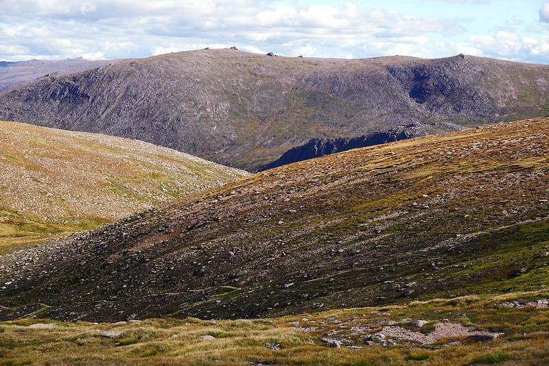 Beinn Mheadhoin and its tors