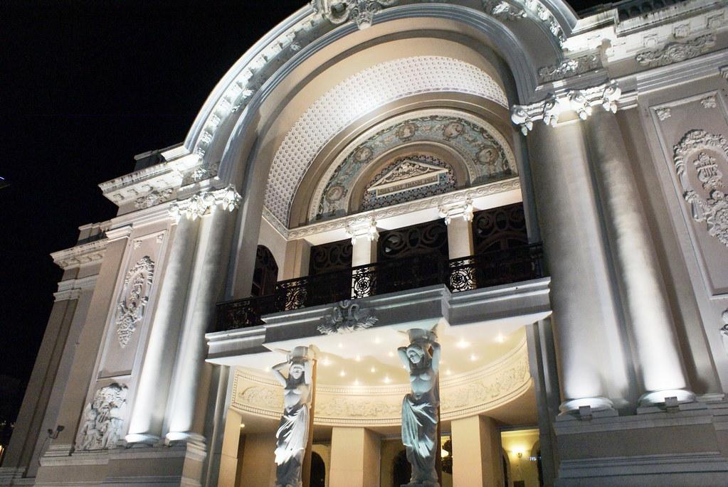 Opéra d'Ho Chi Minh / Saigon construite sur le modèle de l'opéra Garnier à Paris.