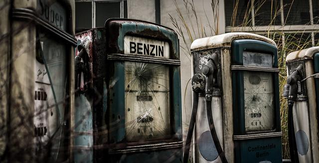 Mit viel Oktan und frei von Blei, einen Kraftstoff wie...  BENZIN