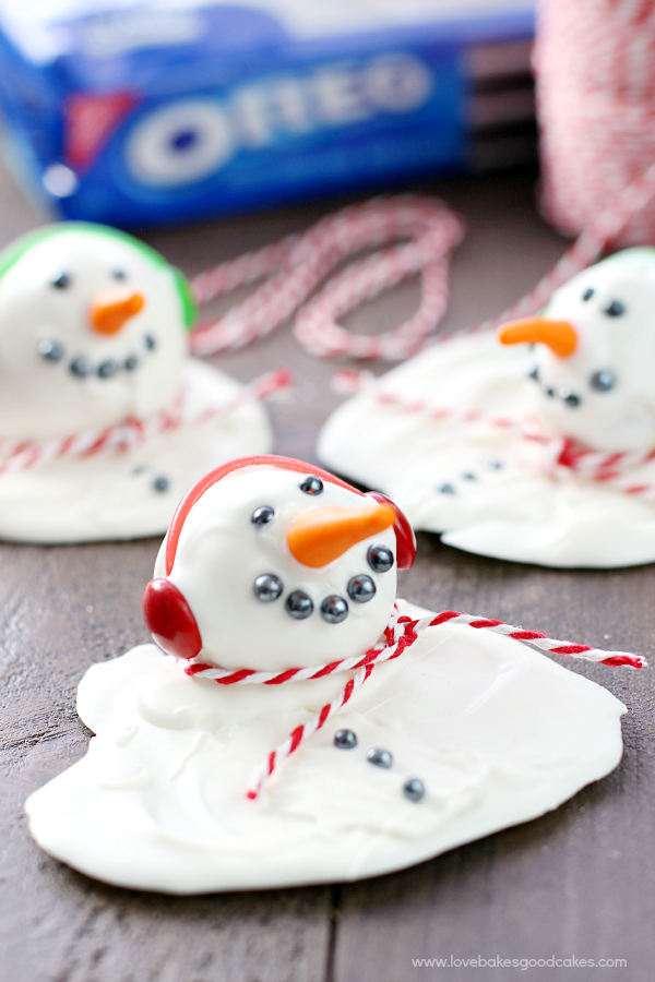 Make these Melting Snowman OREO Cookie Balls for a treat everyone will love! They're perfect for the winter season and they are so easy to make! #SpreadOREOCheer #ad