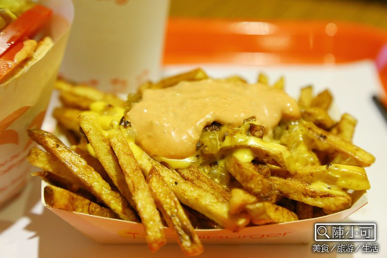 CaliBurger加州風味美式漢堡 西門店 梁靜如跟她老公開的餐廳 台北美食 CaliBurger西門店 怎麼去? 地址 電話 營業時間 CaliBurger忠孝店