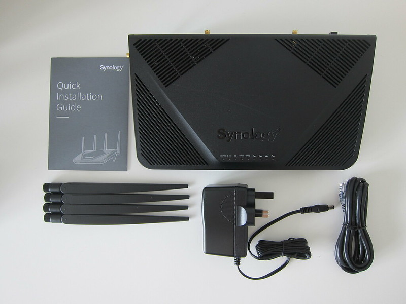 Synology Router RT2600ac - Box Contents