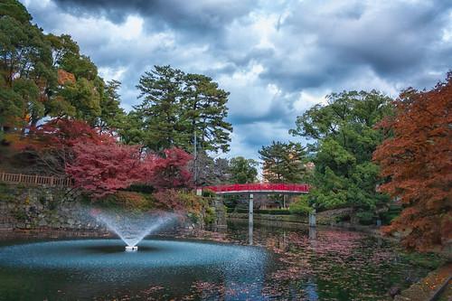 pond autumn sky water autumnleaves taikobashi clouds red fall nature 太鼓橋 水 秋 空 赤 雲 okazakishi aichiken japan jp