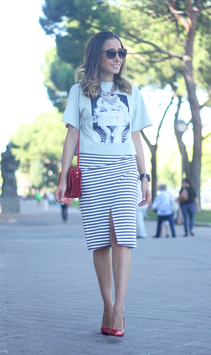 Pencil Stripped Skirt Red Bag Shoes Heels Outfit Tshirt01
