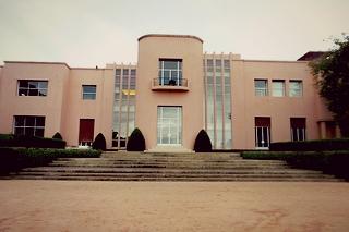 http://hojeconhecemos.blogspot.com.es/2013/10/do-casa-de-serralves-porto-portugal.html