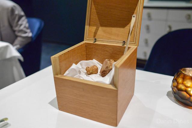fagottini di fonduta jerusalem artichoke, young leek, shaved white truffles (tusk)