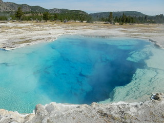 Volcanic pool - Yellowstone national park