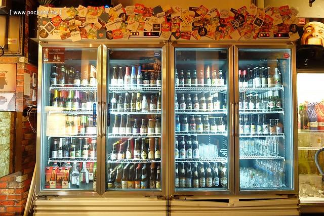 22876504217 ef12e511bd z - 【熱血採訪】薩克森比利時小酒館。餐廳有120吋的電視牆可以觀看球賽,滿滿的動漫公仔好像走進電影裡,義大利麵和燉飯都是正統義式作法