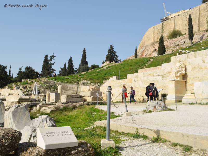 Acceso al Teatro de Dionisio, a los pies de la Acrópolis