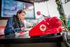Eva Koreman is hard aan het werk voor haar DJ-challenge