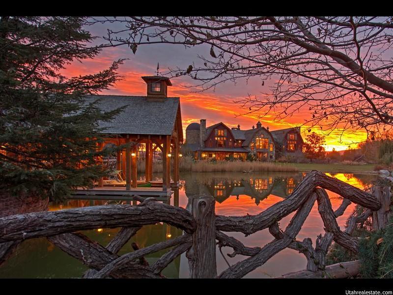 Сказочный дом у озера в Юте