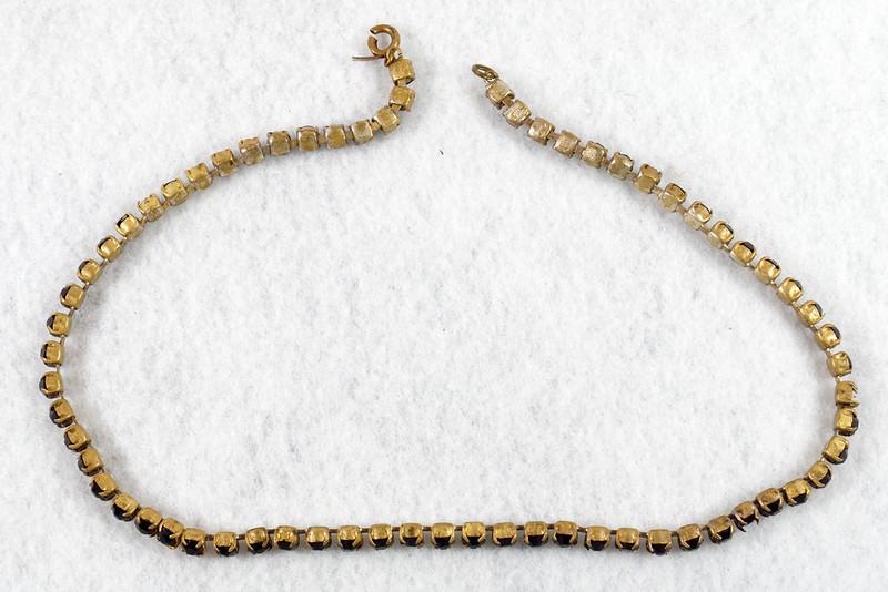 RD7042 Vintage Garnet Necklace Damaged Clasp Missing Stone DSC07938