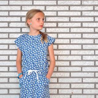 Mooi muurtje, mooi meisje. #libertyfabric #libertyoflondon #candyjurk #lamaisonvictor #sewing #diy #homemade #wall #pattern #ontheblog #linkinprofile