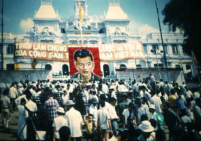 SAIGON 1972 - Triển lãm vũ khí - Chân dung Anh hùng Mũ Đỏ, Cố Đại tá Nguyễn Đình Bảo tiểu đoàn trưởng TĐ 11 Nhảy Dù, người ở lại Charlie (Tân Cảnh, Kontum)