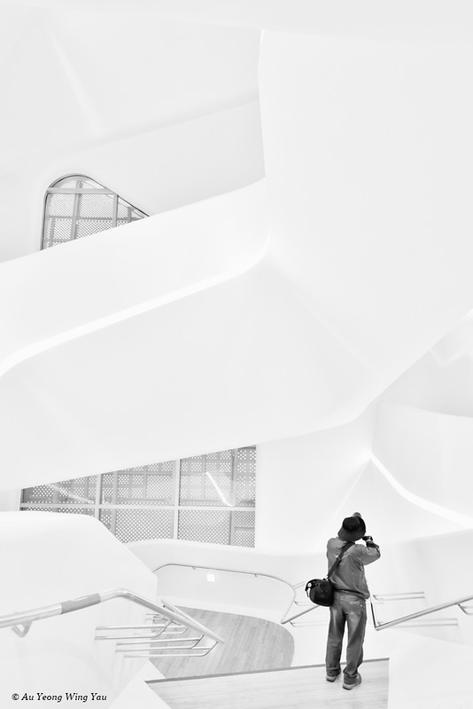 Dongdaemun Design Plaza: Photographing The Central Staircase