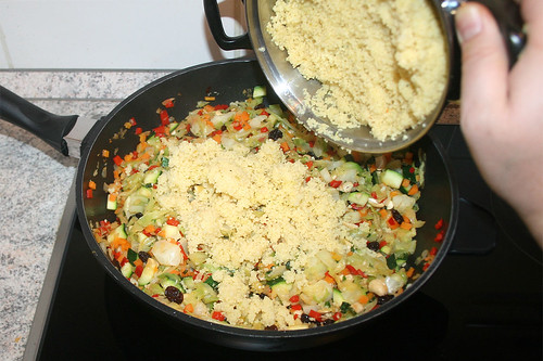 49 - Couscous addieren / Add couscous
