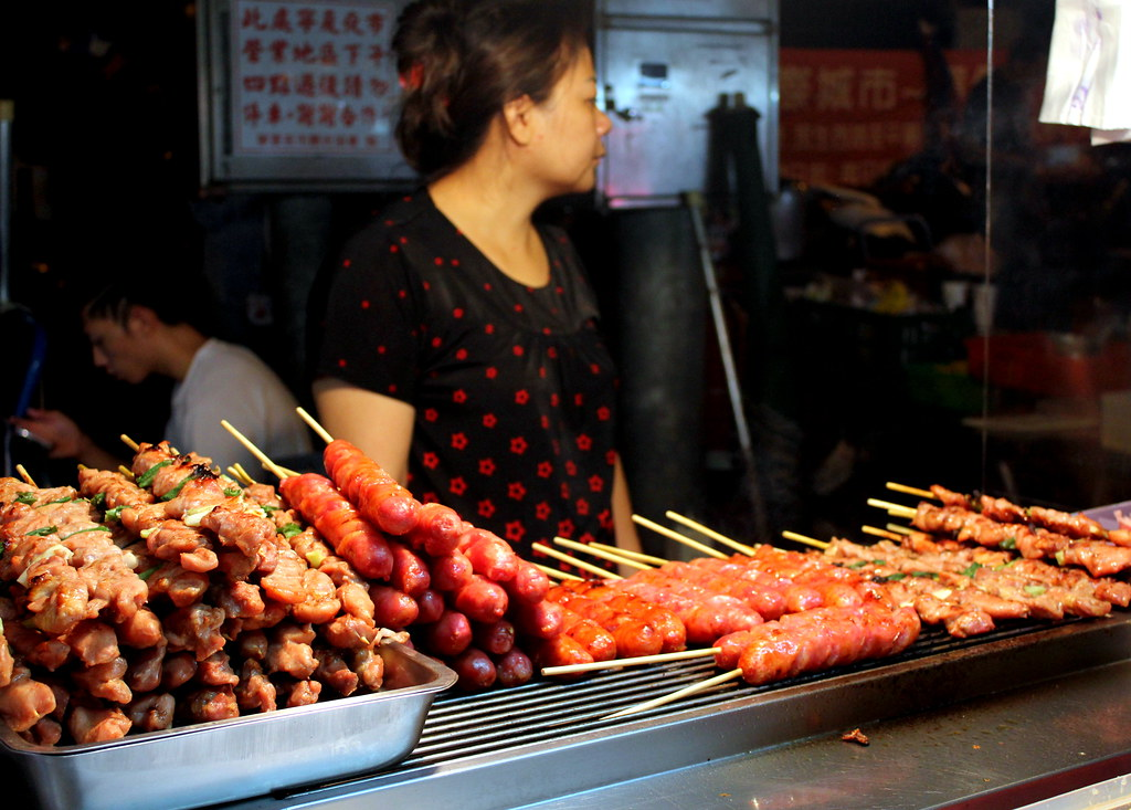 Taipei Night Market Trail: ningxia night market wild boar sausages.
