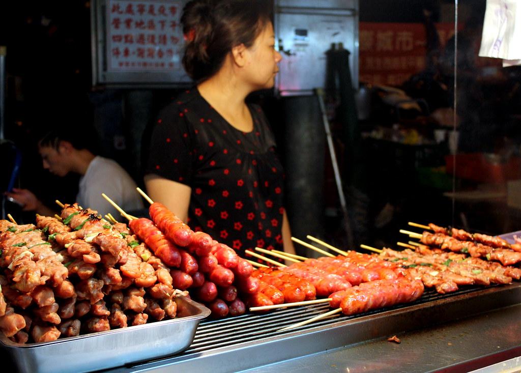 台北夜市小道:宁夏夜市野猪香肠。