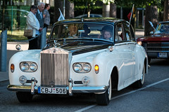 bentley s1(0.0), jaguar mark 1(0.0), mitsuoka viewt(0.0), automobile(1.0), rolls-royce(1.0), rolls-royce phantom vi(1.0), rolls-royce phantom v(1.0), bentley s2(1.0), vehicle(1.0), automotive design(1.0), rolls-royce silver cloud(1.0), antique car(1.0), sedan(1.0), vintage car(1.0), land vehicle(1.0), luxury vehicle(1.0), motor vehicle(1.0), classic(1.0),