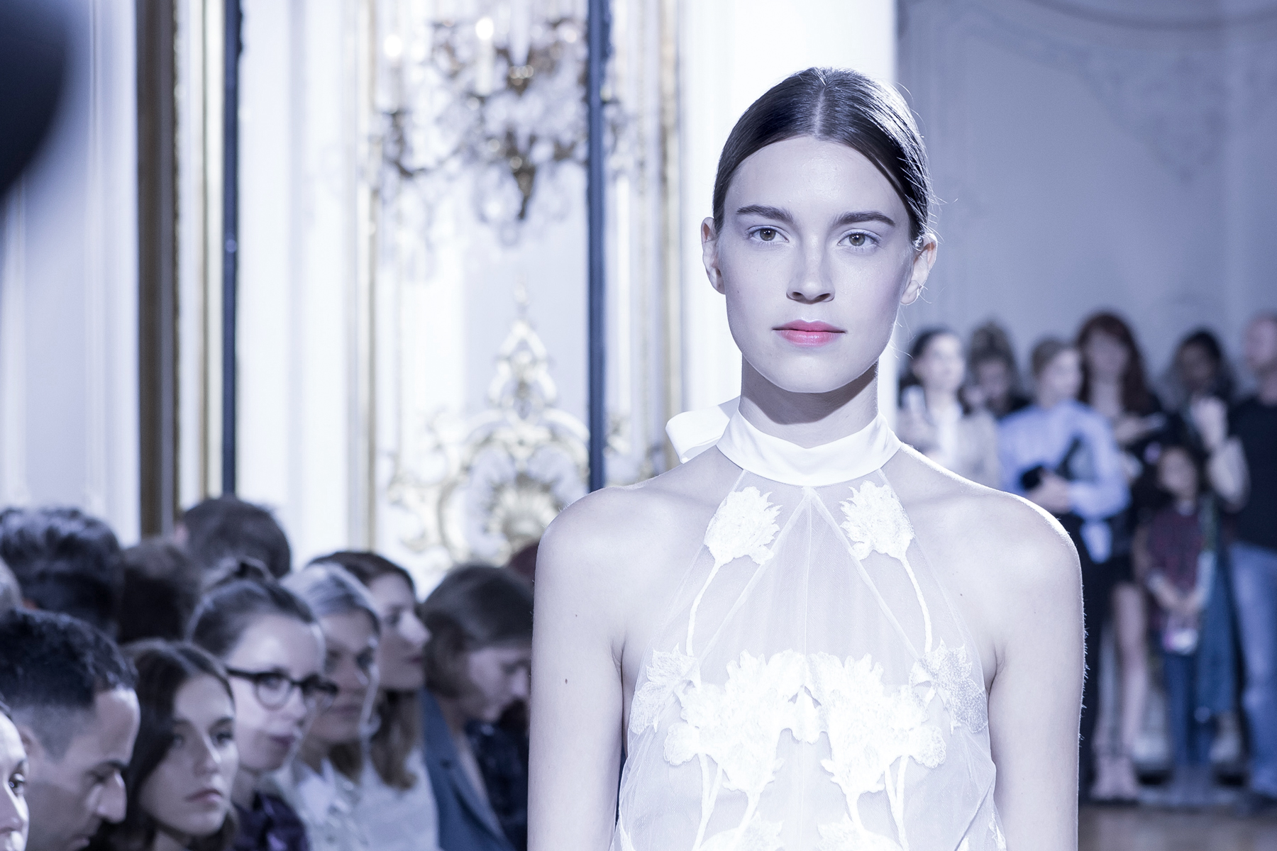 kaviar gauche s/s 2016 paris fashion week pfw presentation bridal dresses white makeup catrice cosmetics brautmode fashionblogger ricarda schernus cats & dogs blog 6