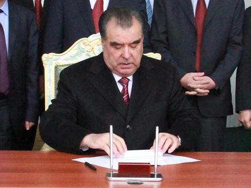 Президент Таджикистану ввів кримінальну відповідальність за чаклунство