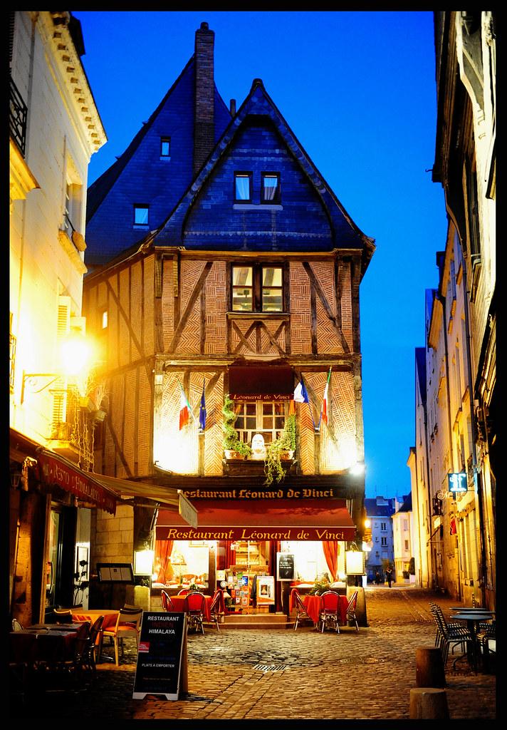 Tours centre val de loire france around guides for Cd market galeria jardin