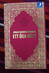 may reading: Ett öga rött (One eye red)