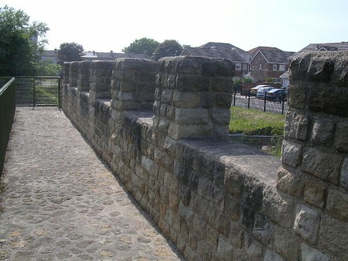 Wall walk and parapet