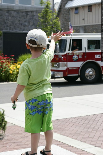 nick, waving to the fire truck in the independence day parade    MG 7558
